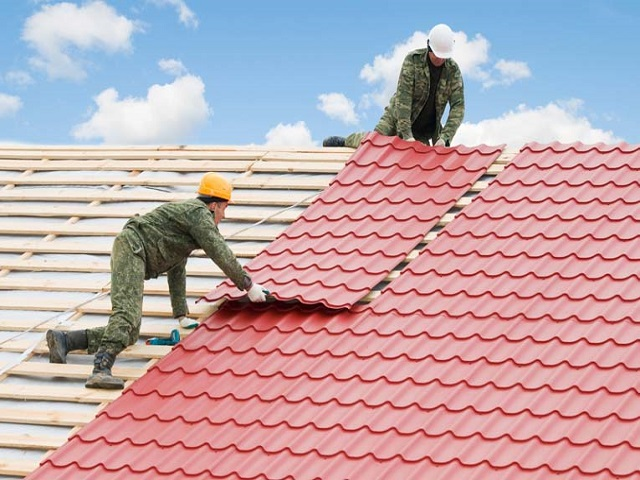 When to DIY Roof Repair vs Hiring a Professional